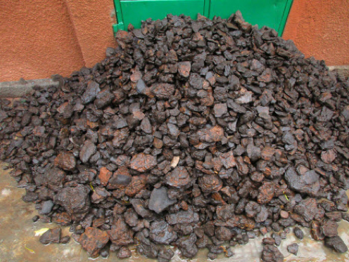Detrital +25mm manganese ore washed